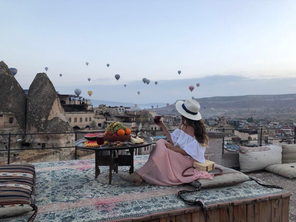 Frühstück über den Dächern von Göreme Kappadokien