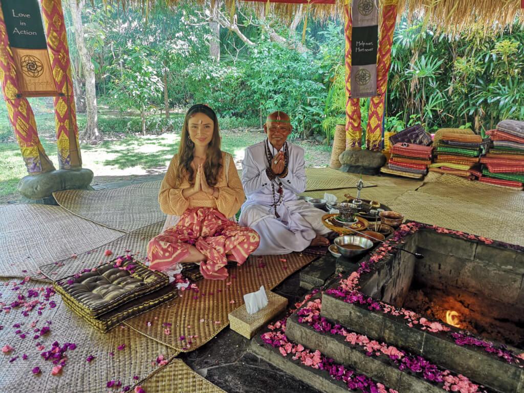 Feuerritual Bali Fivelements mit Priester