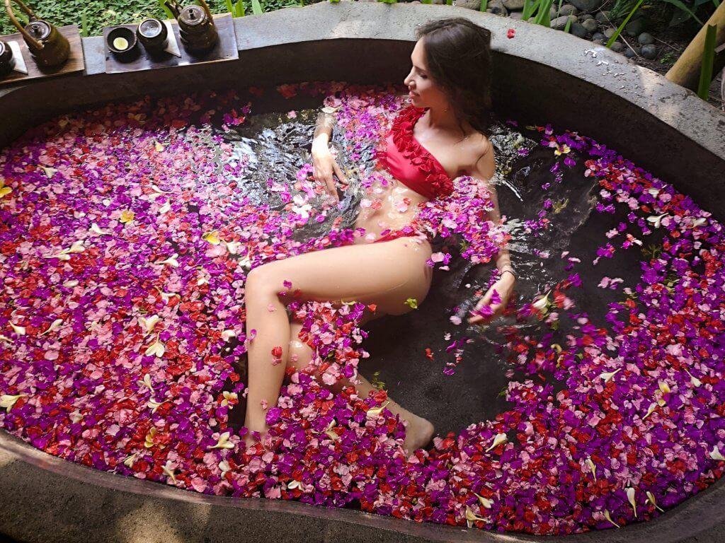 Blumenbad Bali